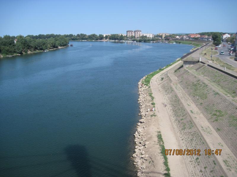 Reka Sava, pogled sa mosta Sv. Irineja