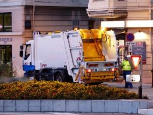 Kamion za odvoz i deponovanje smeća
